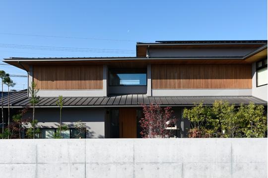 内と外が穏やかにつながる二世帯住宅